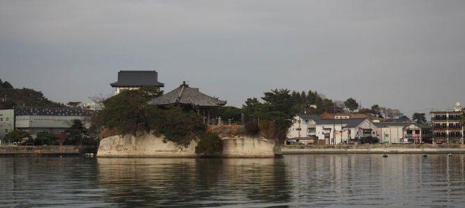 遊覧船から見た五大堂の風景