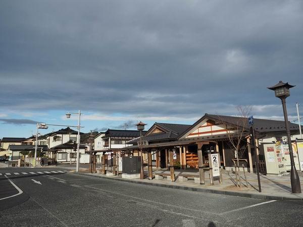 平泉駅外のバス乗り場の風景写真