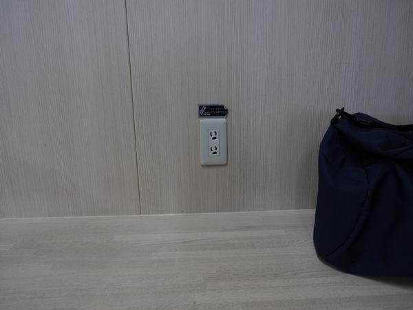 仙台駅二階の電源の風景