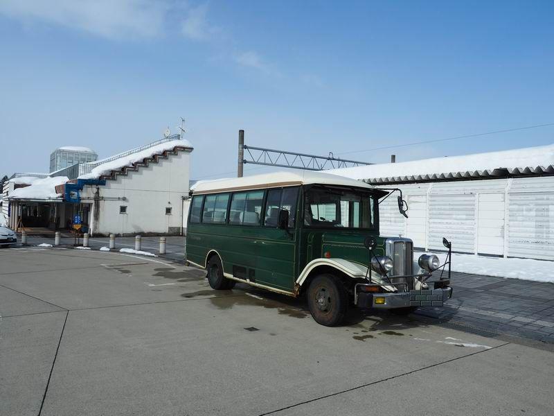 大石田駅のボンネットバス発着所