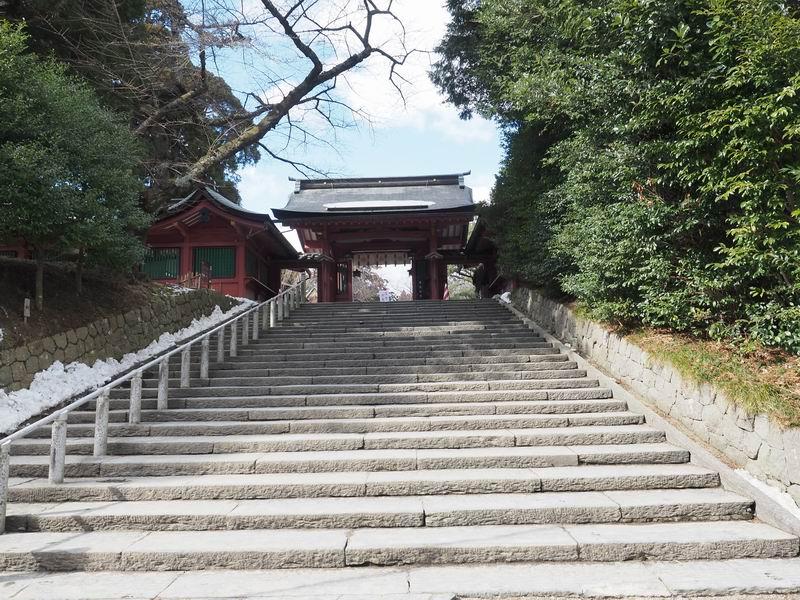 塩釜神社の山門