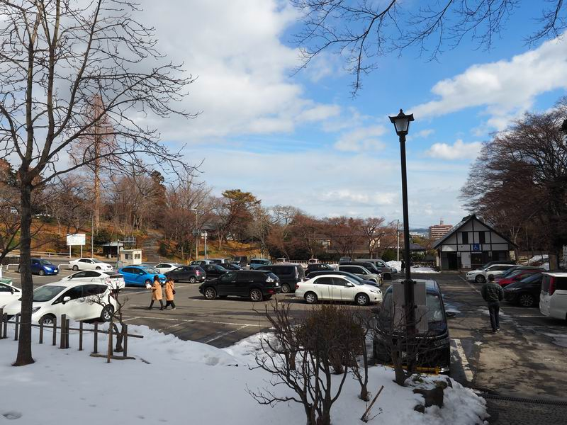 塩釜神社の駐車場の風景
