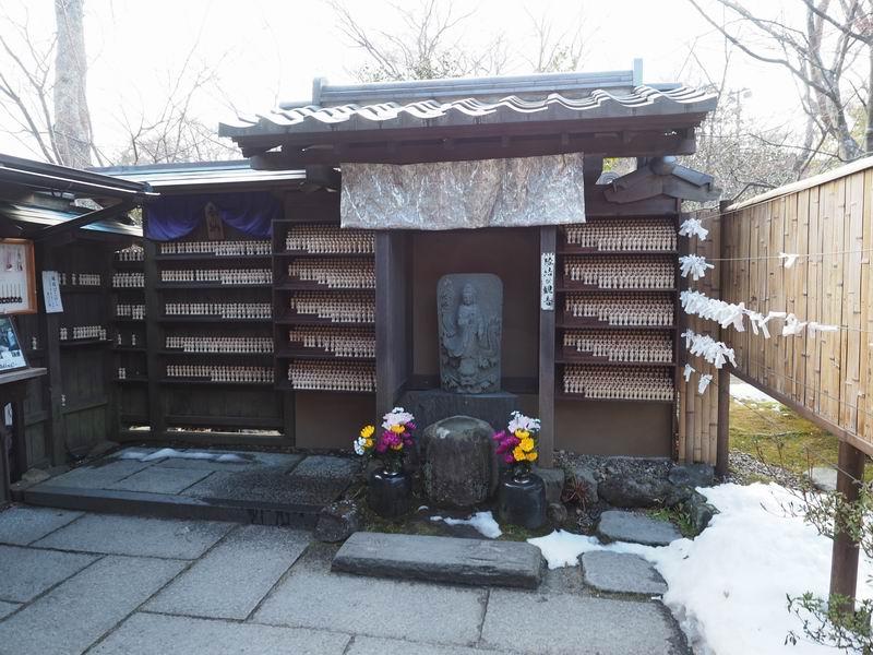 円通院の冬の縁結び観音