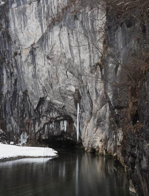 猊鼻渓の奥の写真