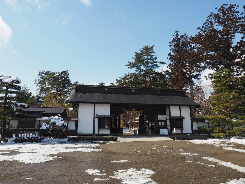 毛越寺冬の風景大手門