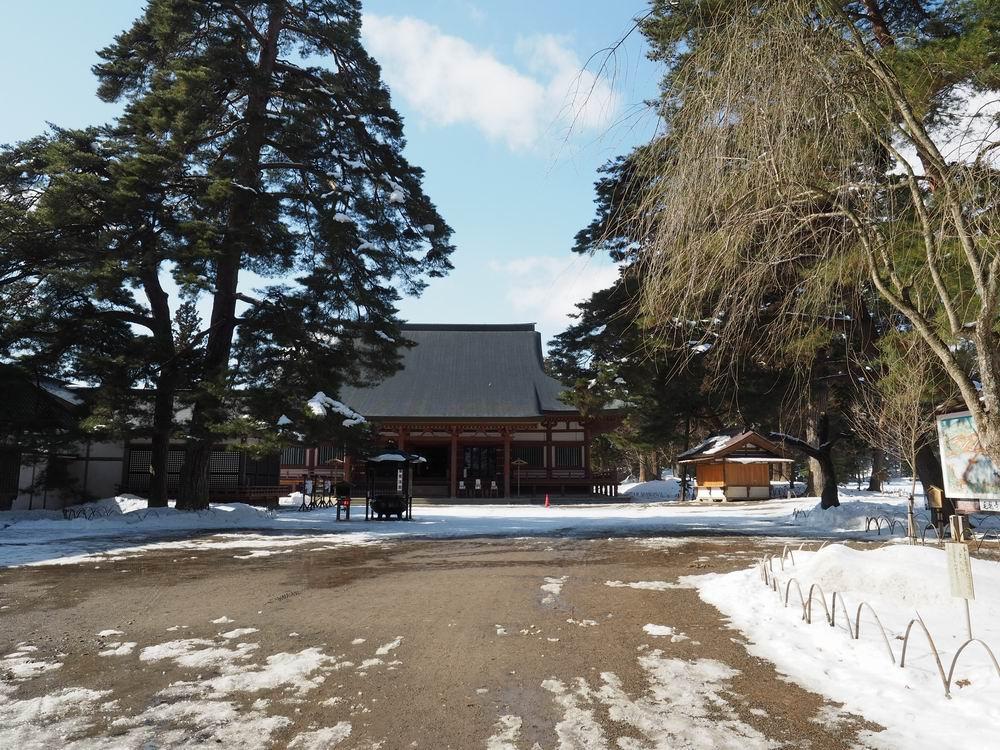毛越寺冬の風景本堂を望む
