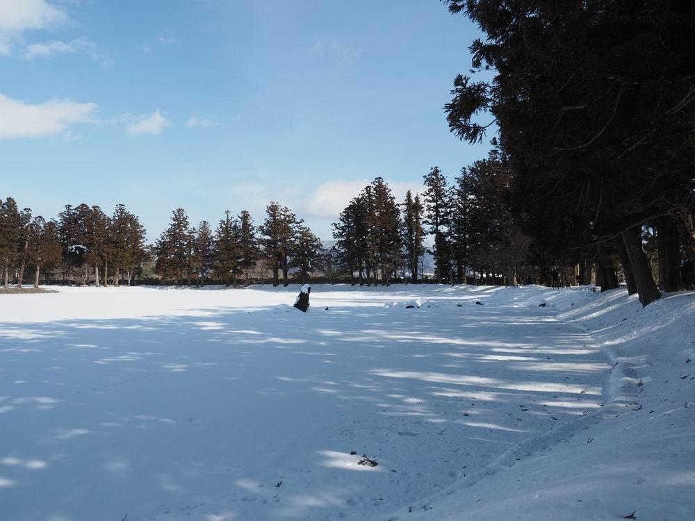 毛越寺冬の風景大泉ヶ池の風景1