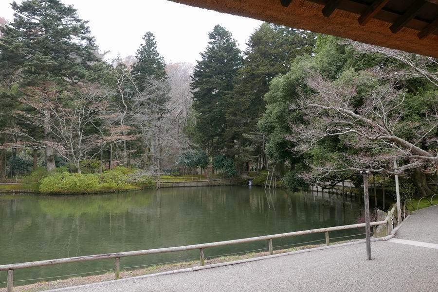 有備館の池の風景