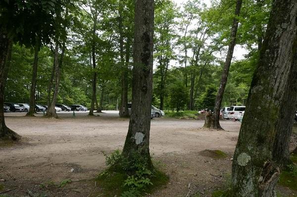 塔のへつりの駐車場の風景