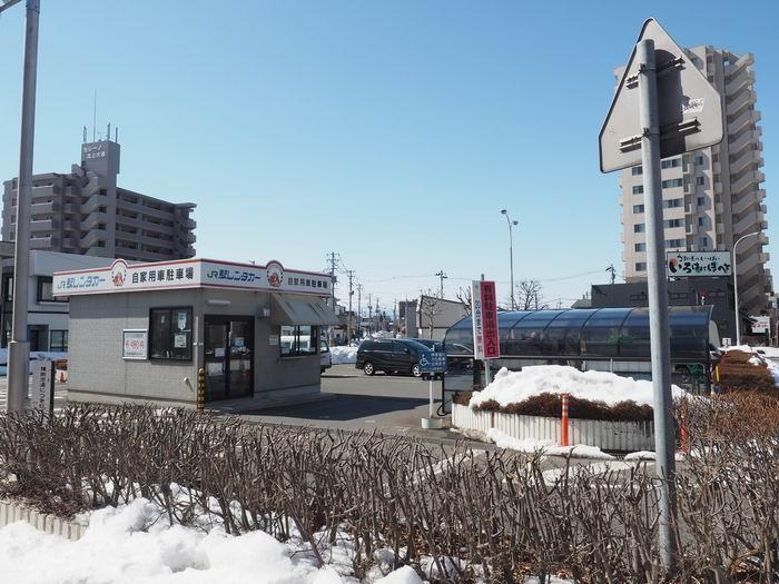 駅レンタカー内の駐車場