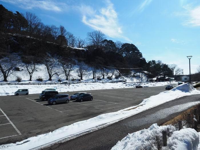 展勝地の駐車場の雪の風景