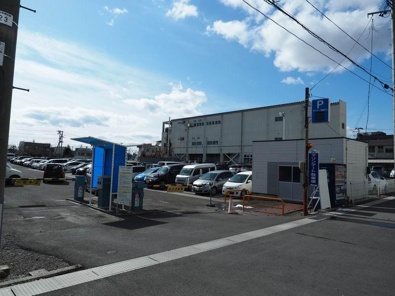 マリンゲート塩釜の駐車場の風景
