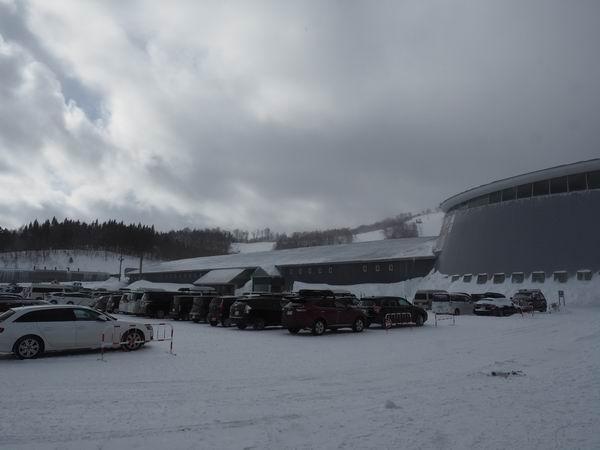 夏油高原スキー場有料駐車場の風景