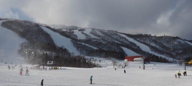 夏油高原スキー場のゲレンデ風景写真