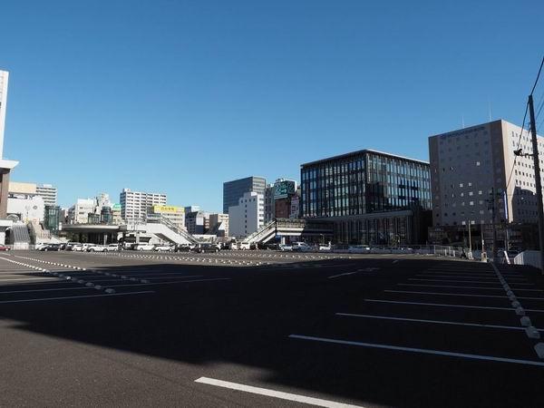 仙台駅東口の駐車場の敷地内