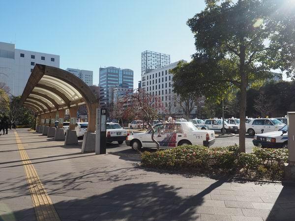 仙台駅の東口のタクシー乗り場風景