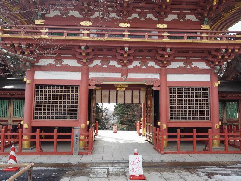 塩釜神社の表門の風景