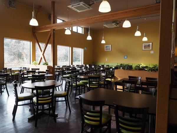 アグリエの森のレストランのテーブル風景