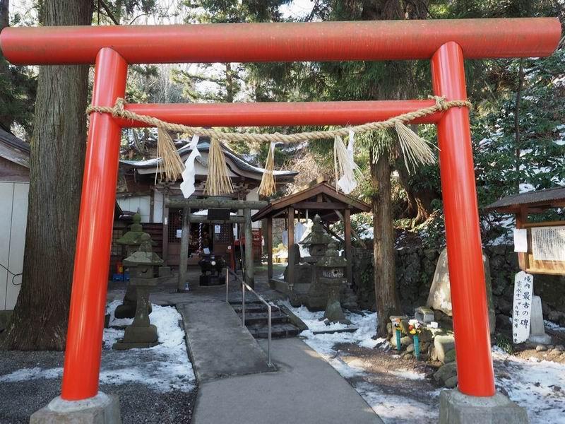 山居沢不動尊の鳥居の風景