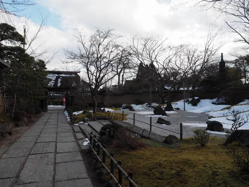 円通院の冬の景色の庭園