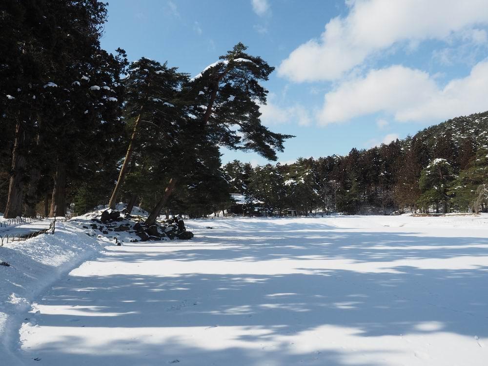 毛越寺冬の風景大泉ヶ池の風景3