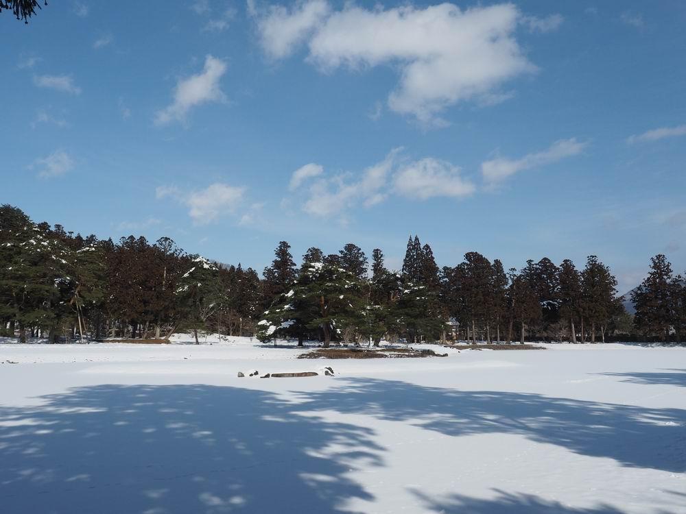 毛越寺冬の風景大泉ヶ池の風景2