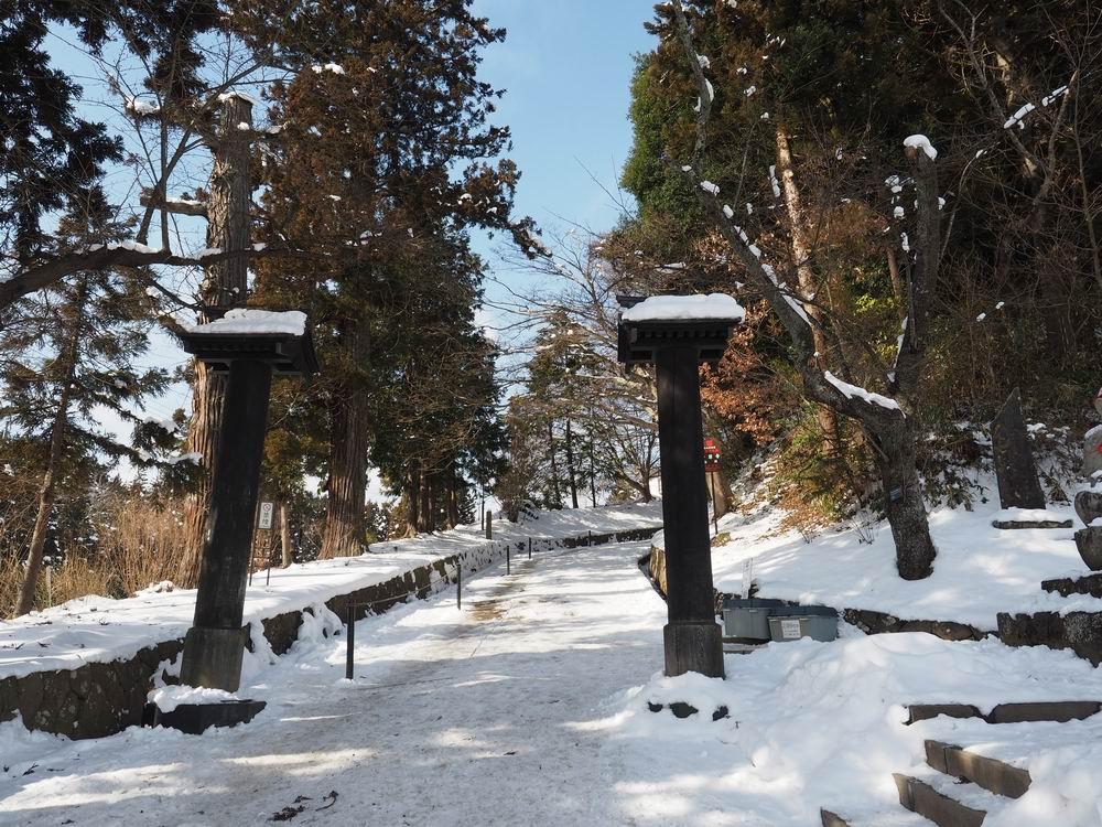 中尊寺の月見坂冬の風景