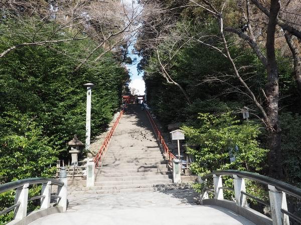 大崎八幡宮のバス停の参道登り口