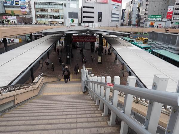 るーぷる仙台の乗り場に下りる階段
