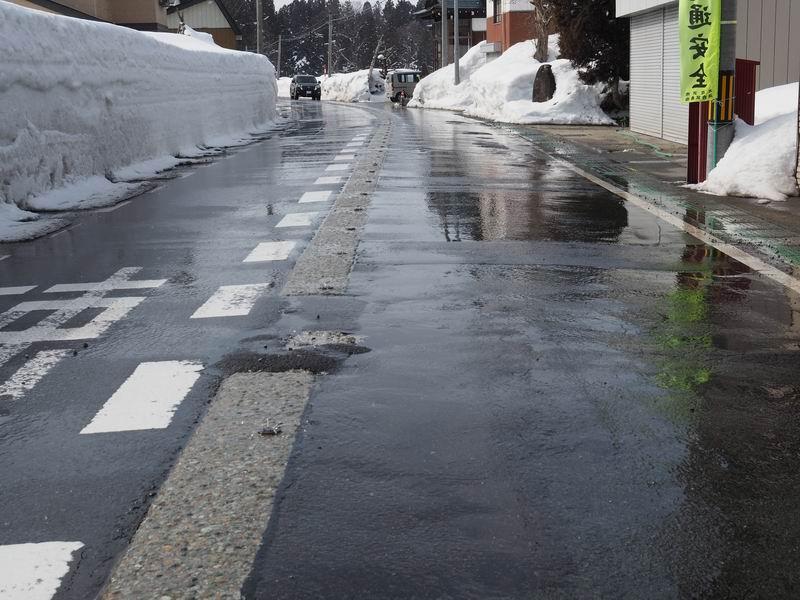 銀山温泉の道路散水栓の写真