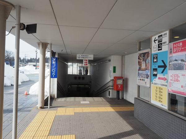大石田駅のコインロッカーの入り口
