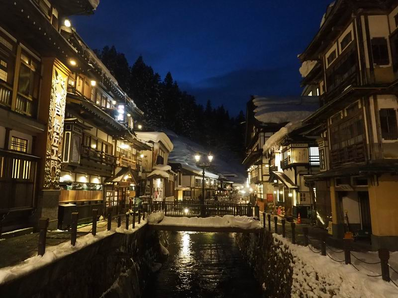 銀山温泉の夜景の風景写真