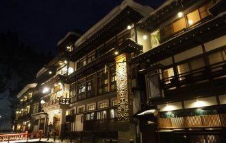 銀山温泉の夜の風景写真