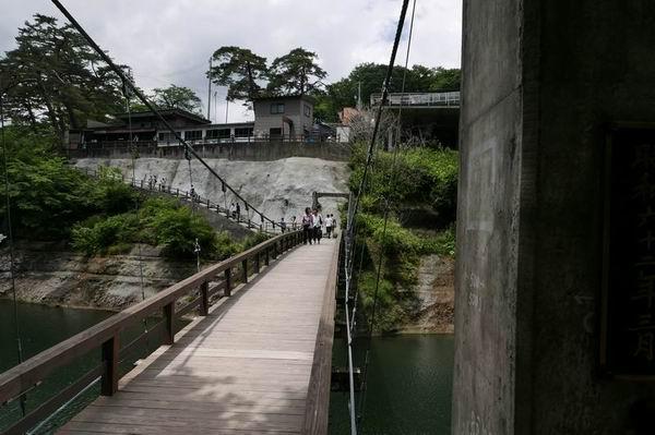 塔のへつりの夏の風景写真つり橋を渡ったところ