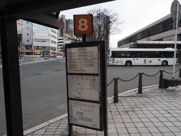 盛岡駅バス乗り場8番乗り場の風景