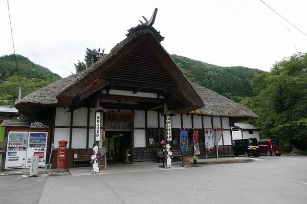 湯野上温泉駅の全景写真