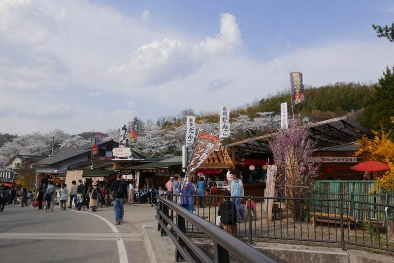 花見山公園の出店の風景