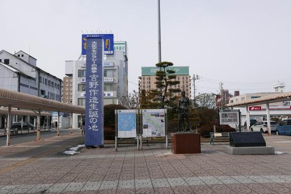 古川駅前の銅像