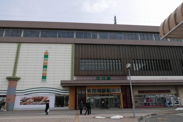 古川駅の正面