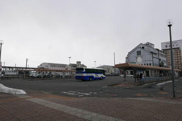 古川駅のバス乗り場の風景