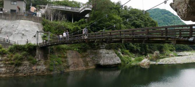 塔のへつりの風景写真つり橋を望む