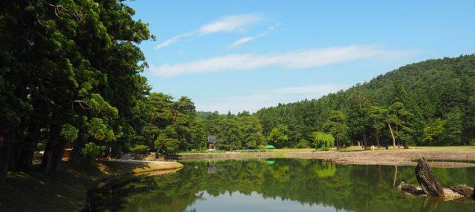 毛越寺大泉が池の初夏の風景写真