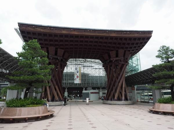 金沢駅の鼓門の絶景写真