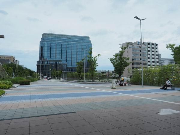 金沢駅の西口出た風景写真