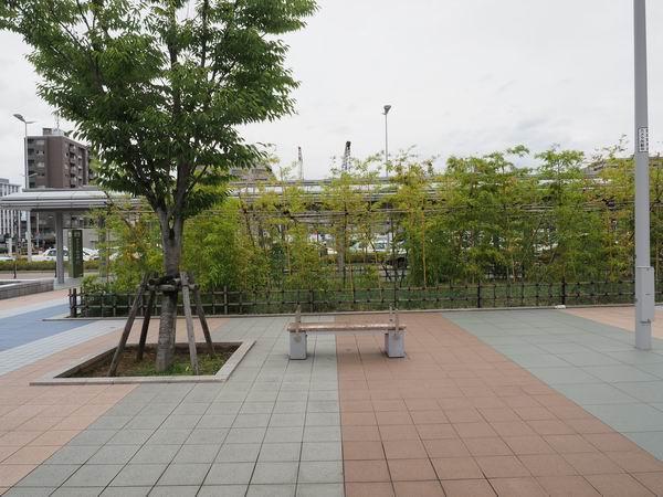 金沢駅西口の日本庭園風の場所の風景