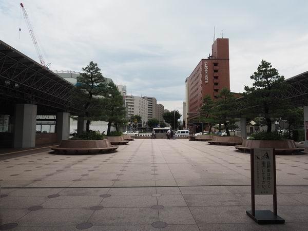 鼓門から駅の反対側を望んだ風景写真
