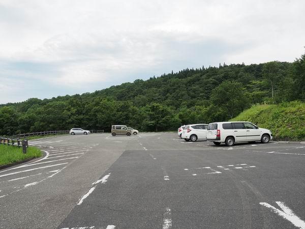 世界谷地原生花園の駐車場の風景写真