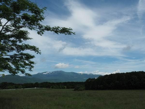深山睦也から見た栗駒山の風景写真