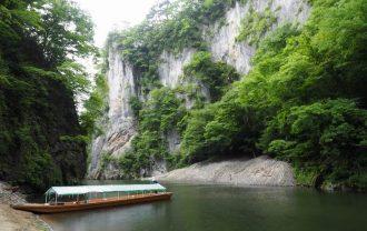 猊鼻渓の舟下り終点附近の風景写真
