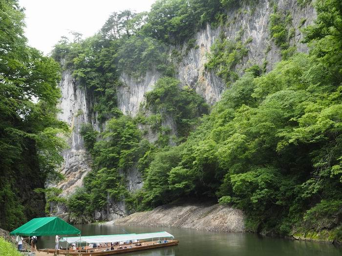 猊鼻渓舟下りの初夏の風景写真
